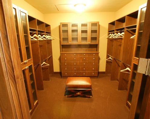 wood_master_bedroom_closet